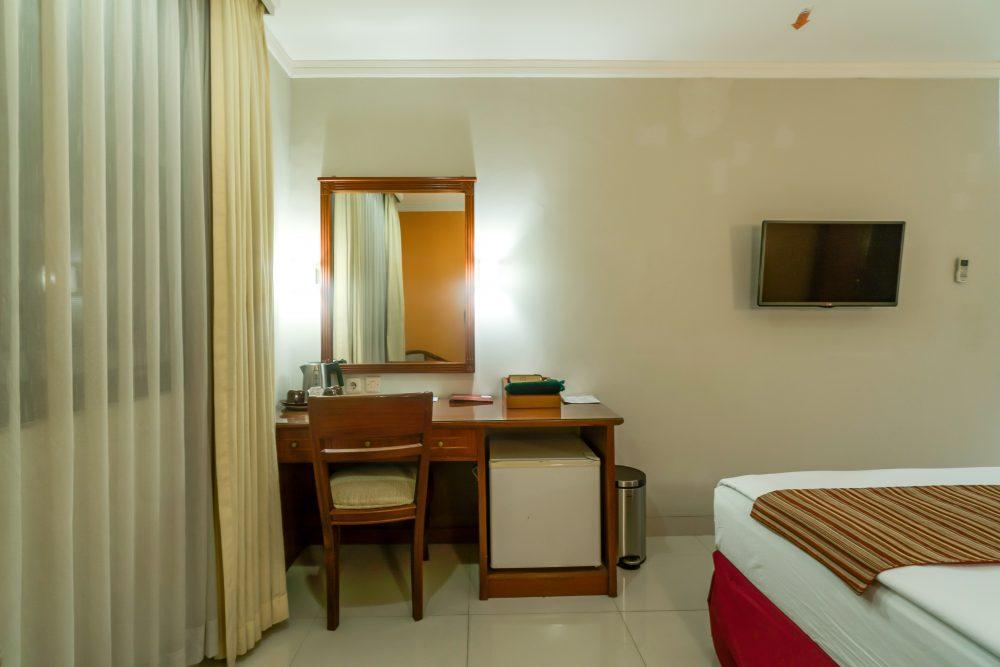deskSuite Room Hotel Sofyan Soepomo Hotel di Tebet Jakarta Selatan
